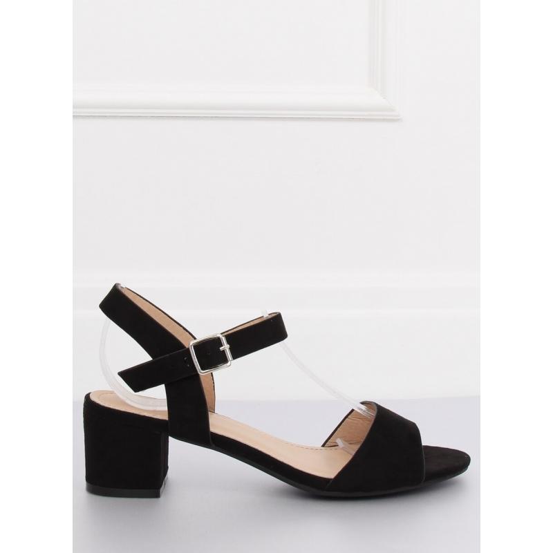 2e3e4b8e7388 ... nízkém podpatku v černé barvě. Novinka. Dámské pohodlné sandály s  jemným vyvýšením ve žluté barvě