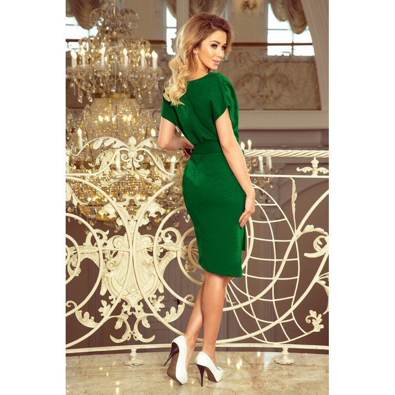 Asymetrické dámské šaty zelené barvy s páskem