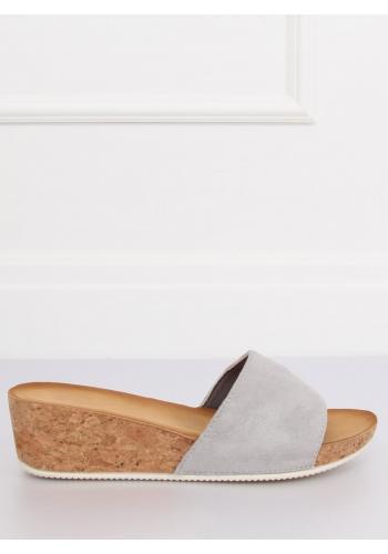Semišové dámské pantofle šedé barvy na korkové platformě