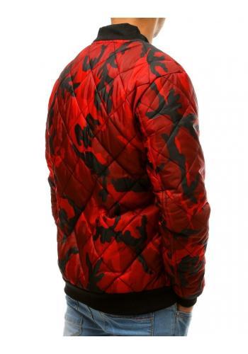 Prošívaná pánská bunda červené barvy s maskáčovým vzorem