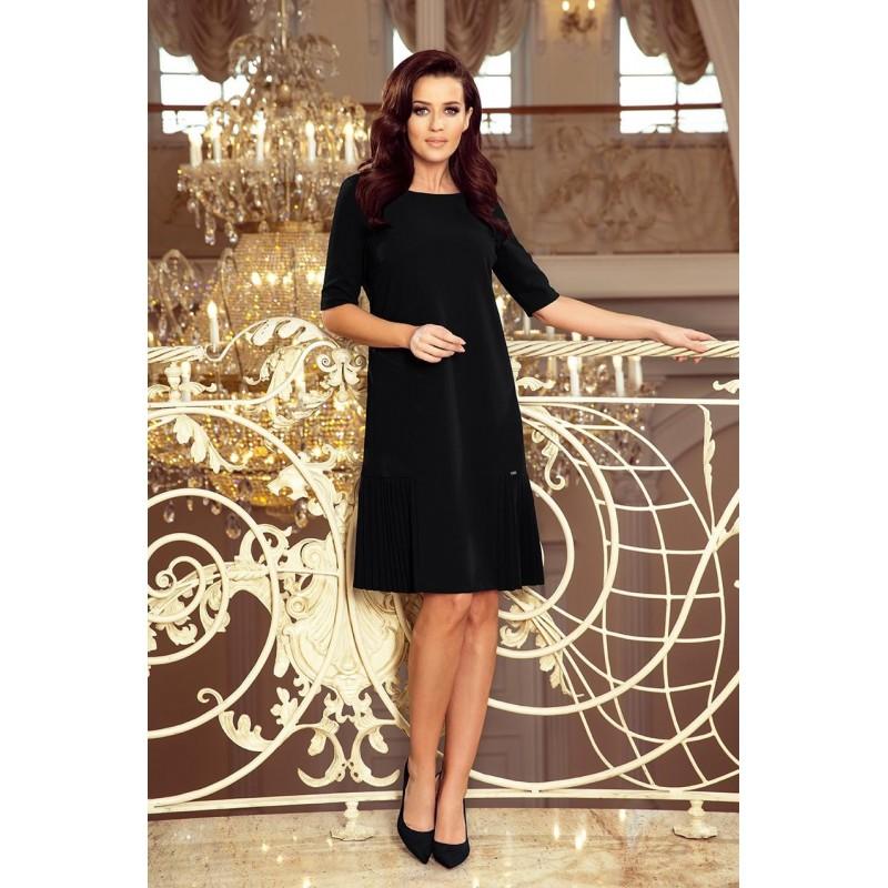 Černé volné šaty s plisovanými prvky pro dámy