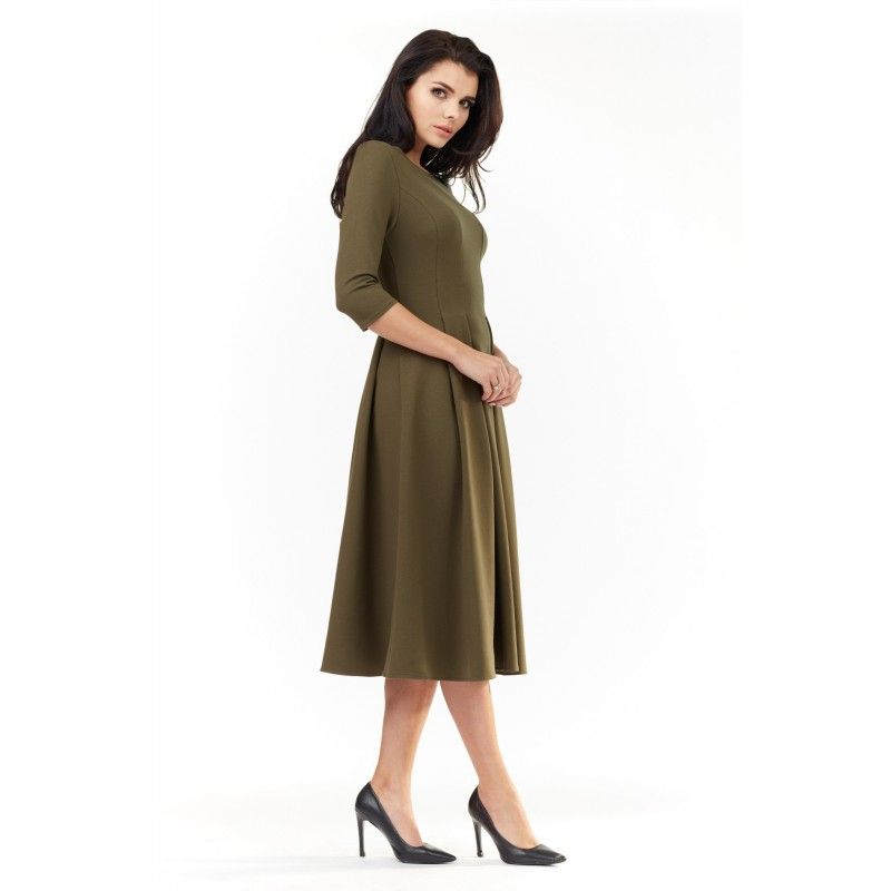 Elegantní dámské šaty kaki barvy pod kolena