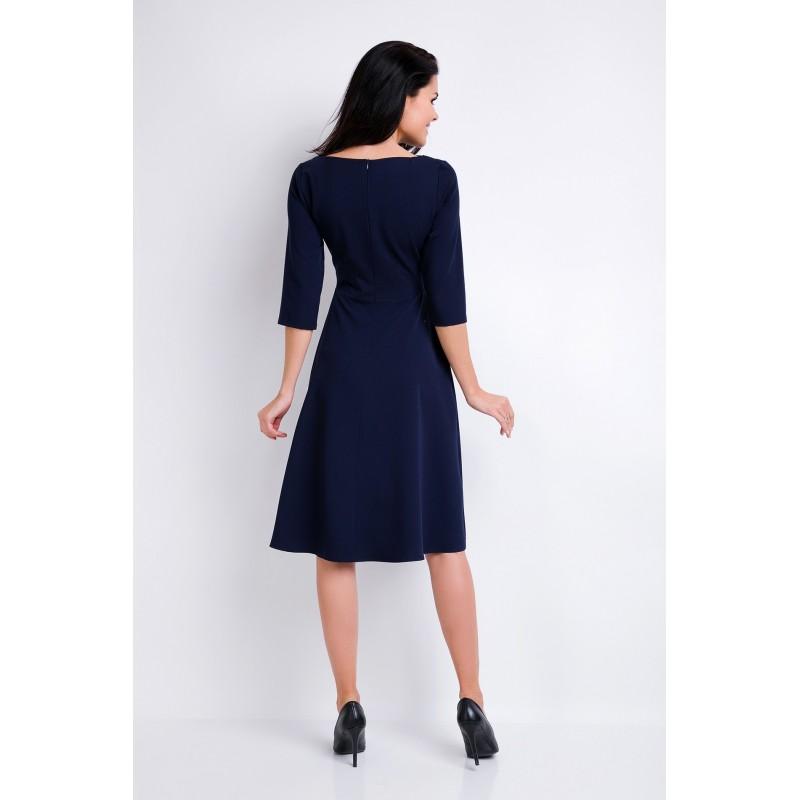Šaty s asymetrickým výstřihem tmavě modré barvy pro dámy