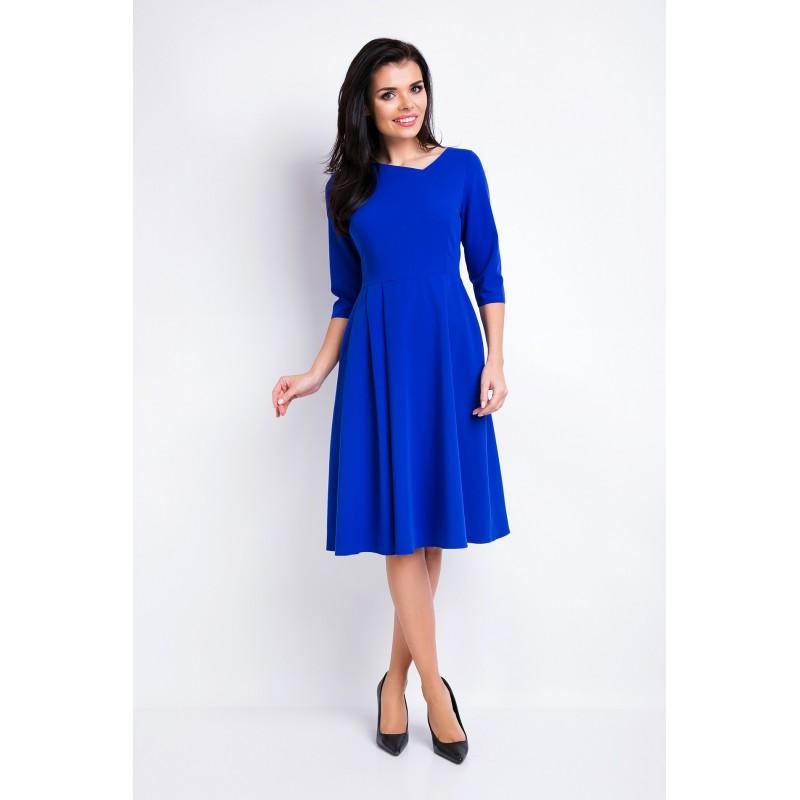 Modré dámské šaty s asymetrickým výstřihem
