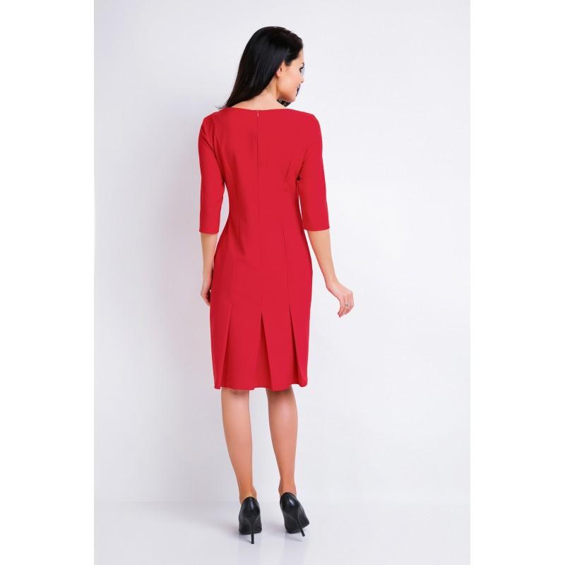 Elegantní dámské šaty červené barvy