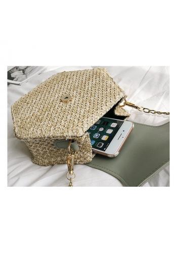 Proutěná dámská kabelka hnědé barvy s řetízkem