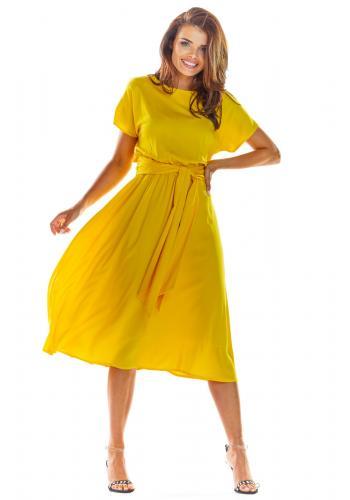 Elegantní dámské šaty žluté barvy na léto