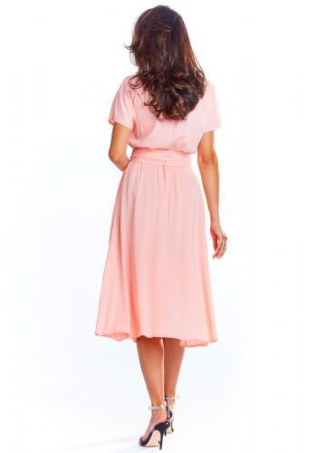 Elegantní dámské šaty růžové barvy na léto