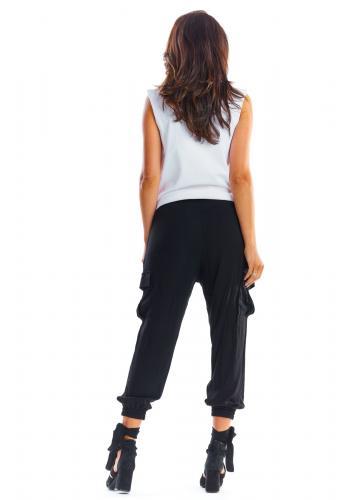 Černé sportovní kalhoty s volným střihem pro dámy