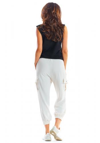 Sportovní dámské kalhoty béžové barvy s volným střihem