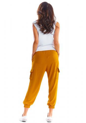 Dámské sportovní kalhoty s volným střihem ve velbloudí barvě
