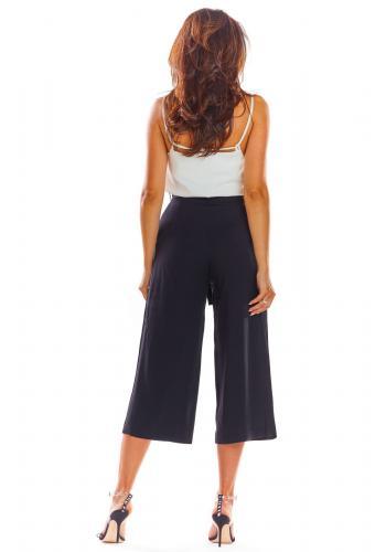 Černé módní kalhoty na léto pro dámy