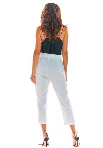 Bílé letní kalhoty s volným střihem pro dámy