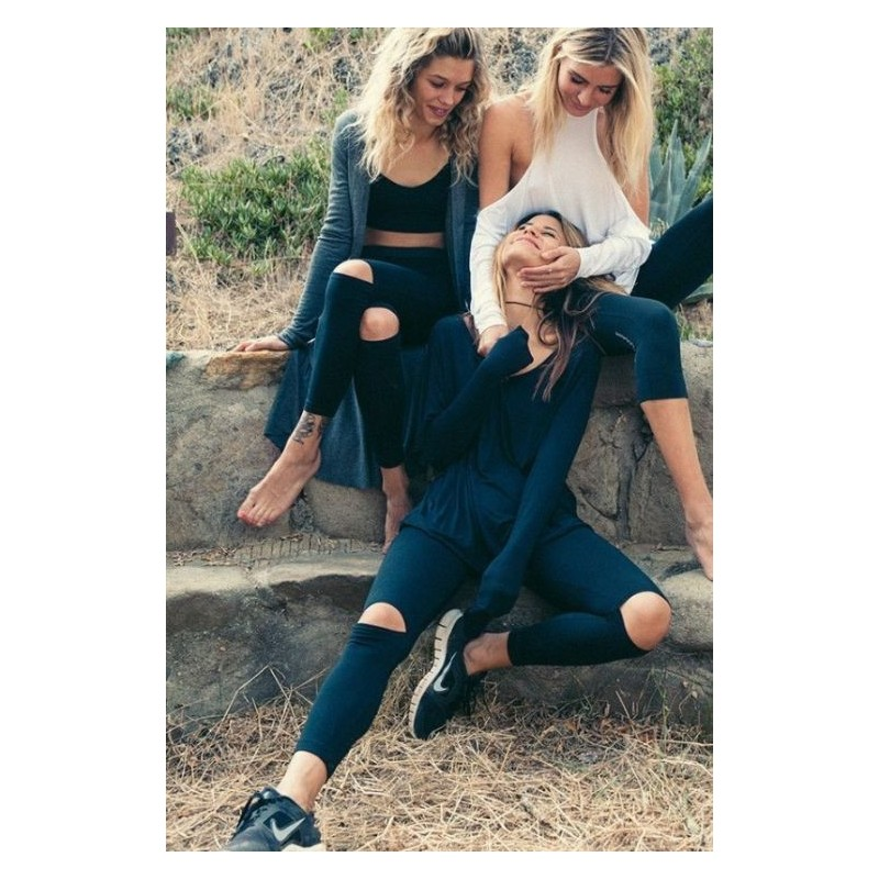 Černé sportovní legíny s dírami na kolenou pro dámy