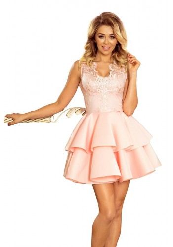 Společenské dámské šaty pastelově růžové barvy s vyšívaným výstřihem