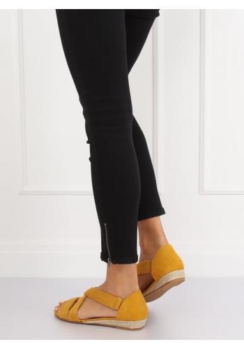 Semišové dámské sandály žluté barvy na nízké platformě