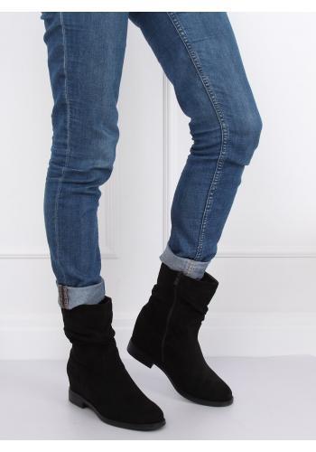 Semišové dámské boty černé barvy na skrytém podpatku