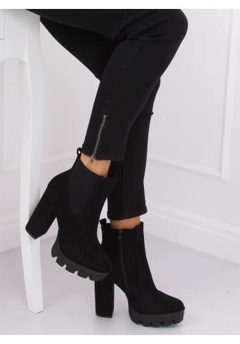 Semišové dámské kozačky černé barvy na podpatku