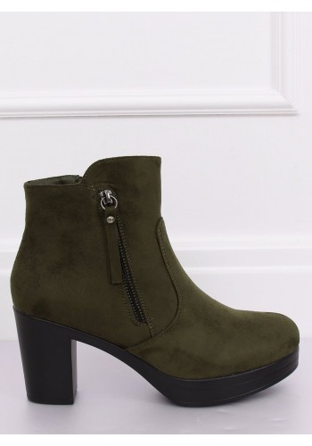 Semišové dámské kozačky zelené barvy na podpatku