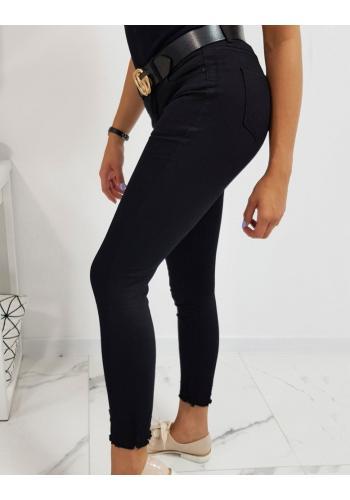 Módní dámské rifle černé barvy s roztřepenými kalhotami