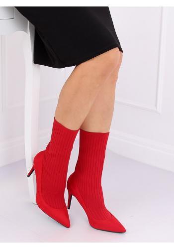 Módní dámské boty červené barvy na štíhlém podpatku
