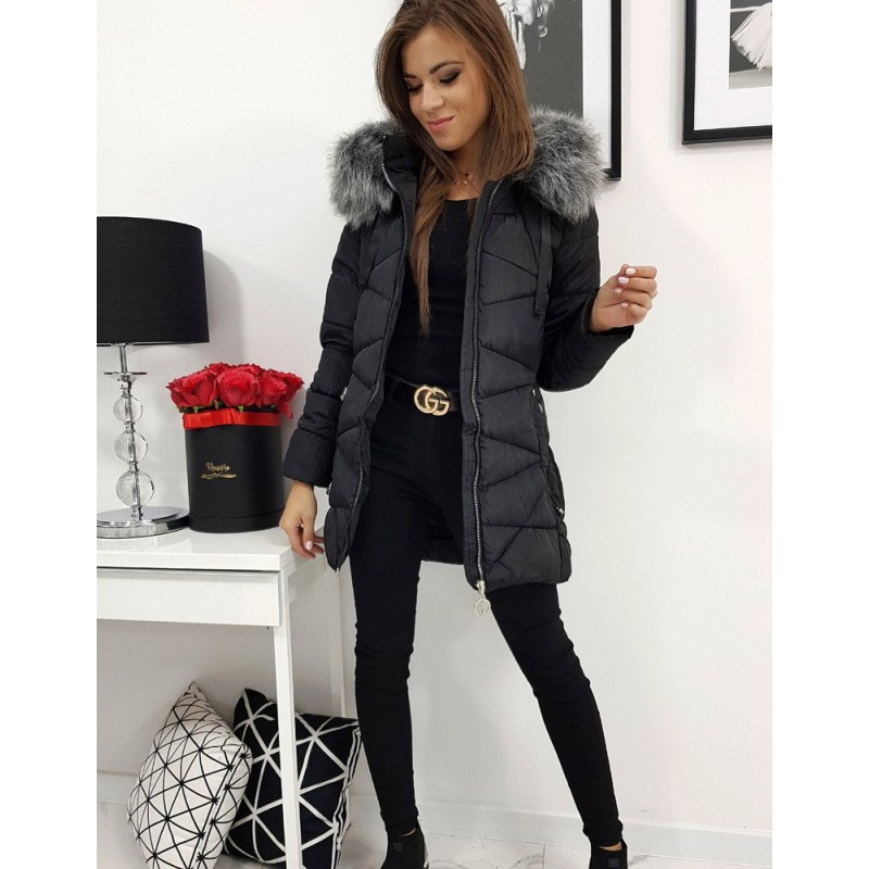 Prošívaná dámská bunda černé barvy s kapucí