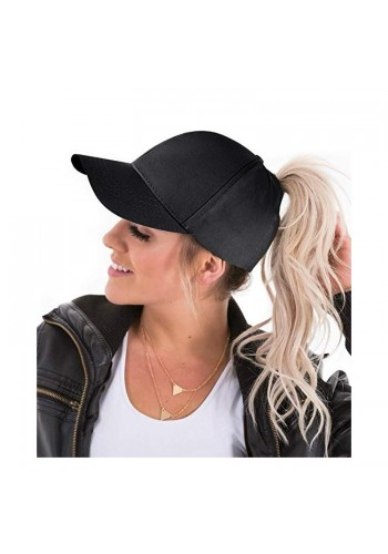 Módní dámská kšiltovka černé barvy s místem na cop