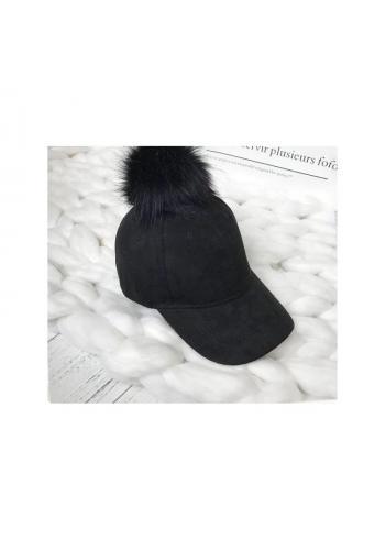 Černá sametová kšiltovka s pomponem pro dámy