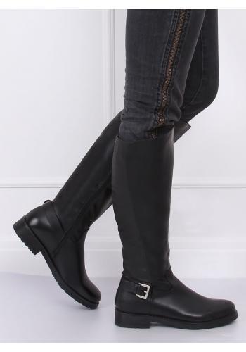 Oteplené dámské kozačky černé barvy s přezkou