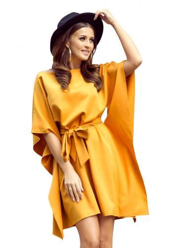 Módní dámské šaty žluté barvy s páskem