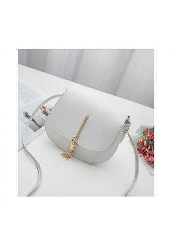 Dámská elegantní kabelka se zlatým přívěskem v bílé barvě
