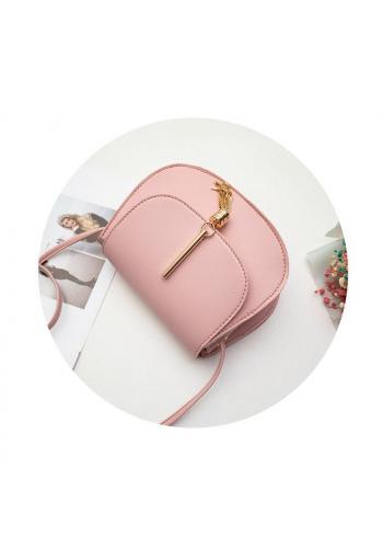 Růžová elegantní kabelka se zlatým přívěskem pro dámy