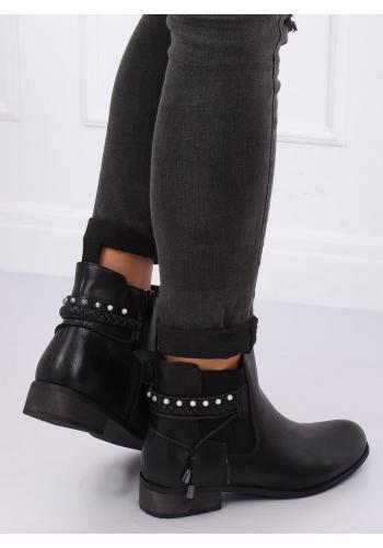 Módní dámské boty černé barvy s doplňky