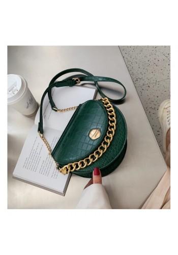 Módní dámská kabelka zelené barvy se zlatým řetízkem