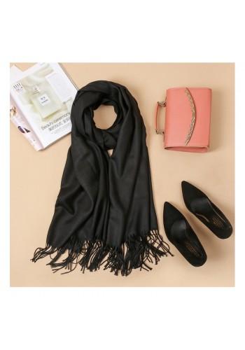 Elegantní dámská šála černé barvy s třásněmi