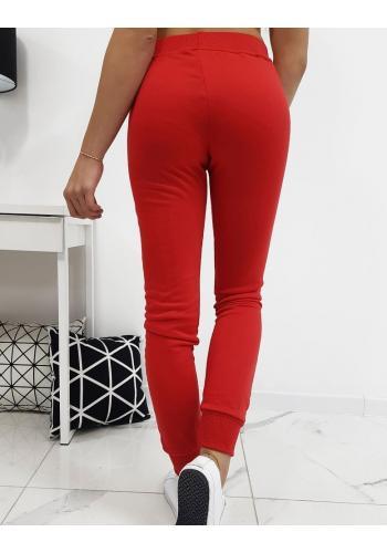 Pohodlné dámské tepláky červené barvy