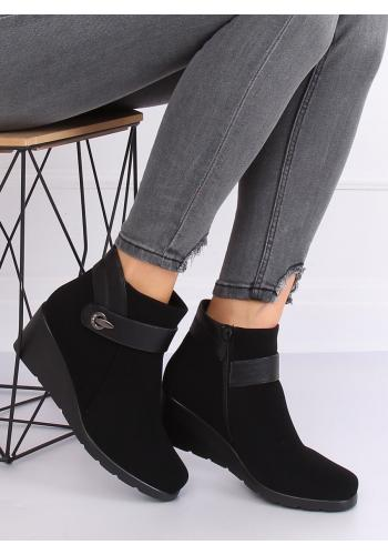 Černé stylové boty na platformě pro dámy
