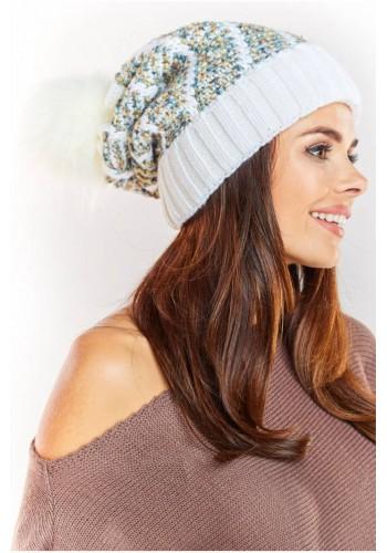 Dámská teplá čepice s kožešinovým pomponem v bílé barvě