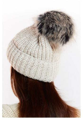 Teplá dámská čepice šedé barvy s kožešinovým pomponem