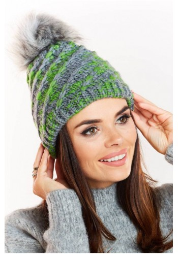 Zelená teplá čepice s kožešinovým pomponem pro dámy