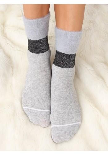Módní dámské ponožky šedé barvy s kožešinou
