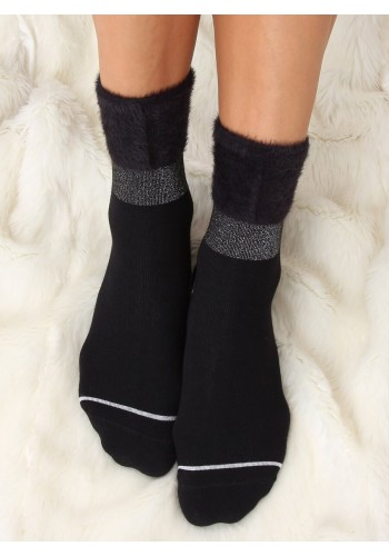 Módní dámské ponožky černé barvy s kožešinou