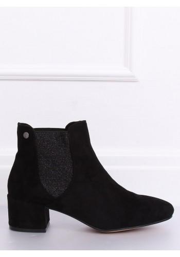Černé semišové boty na nízkém podpatku pro dámy