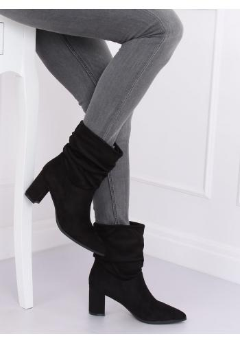 Dámské semišové kozačky na stabilním podpatku v černé barvě
