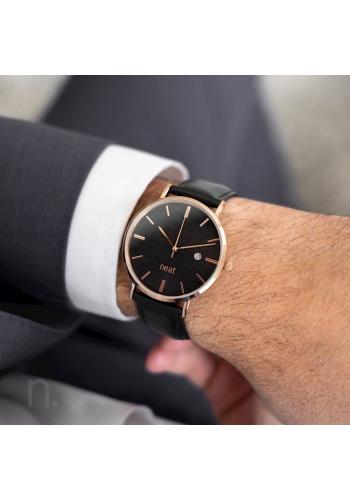 Černé stylové hodinky s koženým řemínkem pro pány
