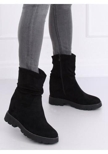 Semišové dámské kozačky černé barvy na klínovém podpatku