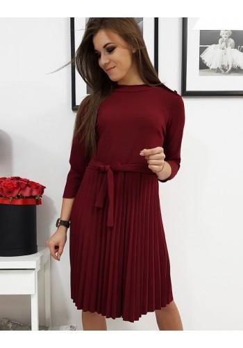 Plisované dámské šaty bordové barvy s vázáním v pase