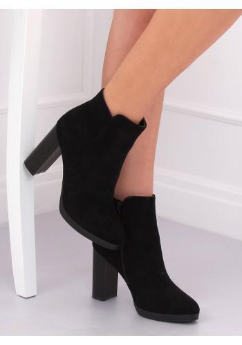 Kotníkové dámské kozačky černé barvy na stabilním podpatku