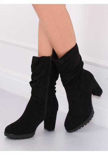 Nařasené dámské kozačky černé barvy na podpatku