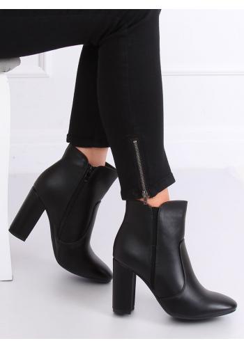 Kotníkové dámské kozačky černé barvy na podpatku